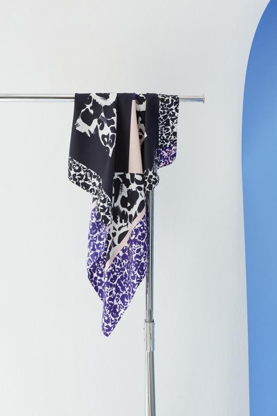 JOYCE  blue - 90x90 printed silk square scarf