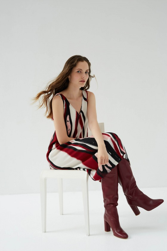 KITSINE rouge - Robe longue sans manches col V imprimée